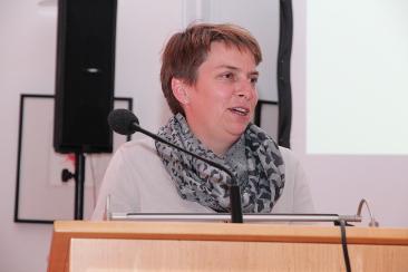 Festrednerin Kathrin Demmler beim Abschlussabend von mepps (Zertifikatskurs Medienpädagogische Praxis)
