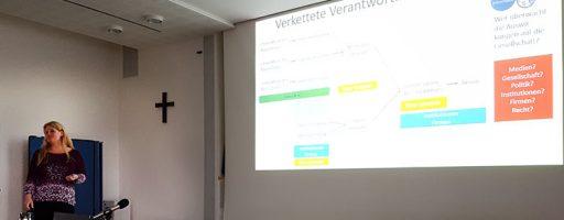 Prof. Katharina Zweig trägt beim Alumni-Treffen von #mepps zum Thema Algorithmen vor