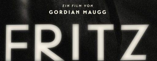 """Schwarzes Coverbild mit der der weißen Inschrift """"Fritz Lang"""""""