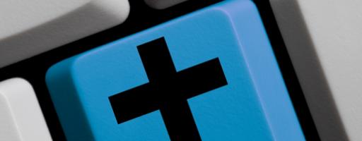 Kreuz auf Tastatur