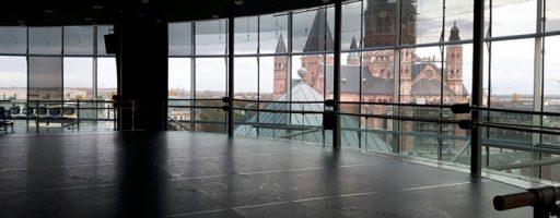 Ausblick auf den Dom vom Staatstheater Mainz aus