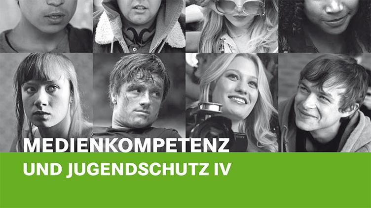 """Auf dem Bild sind mehrere Jugendliche zu sehen, darunter der Titel: """"Medienkompetenz und Jugendschutz IV"""""""